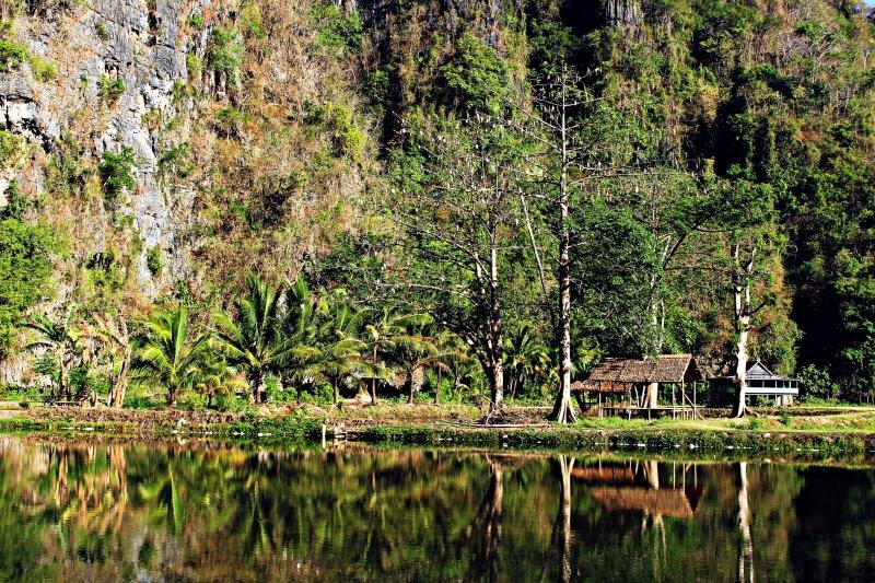 Dusun Berua yang dikepung karst Rammang-rammang