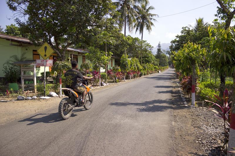 Pantai Teluk Hijau dan Pantai Pulau Merah Banyuwangi