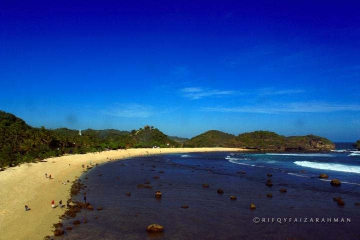 Pantai Watu Karung Pacitan