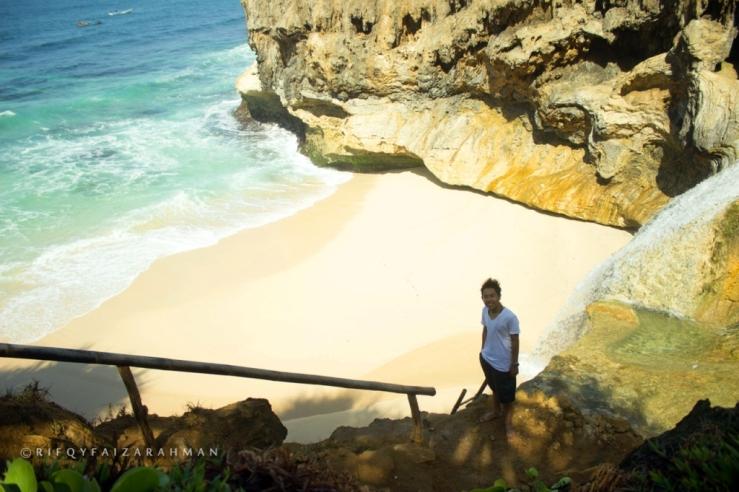 Pantai Banyu Tibo Pacitan