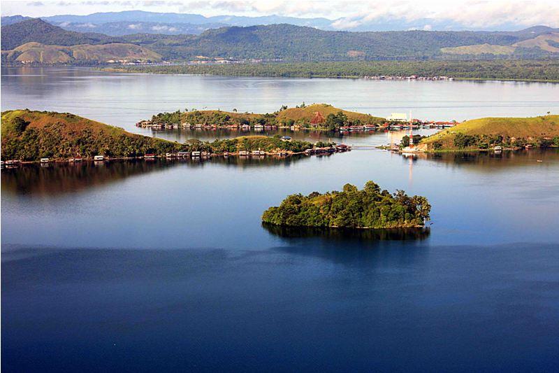 Danau Sentani, Jayapura (Sumber: Indonesia.Travel)