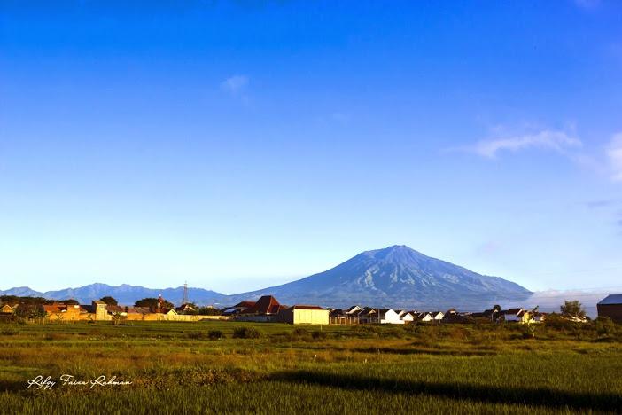 Gunung Arjuno dilihat dari daerah Mojolangu, kota Malang