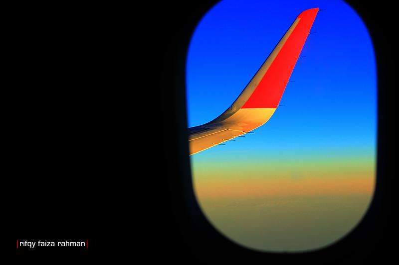 Memandang langit sore, dalam penerbangan Surabaya-Makassar.