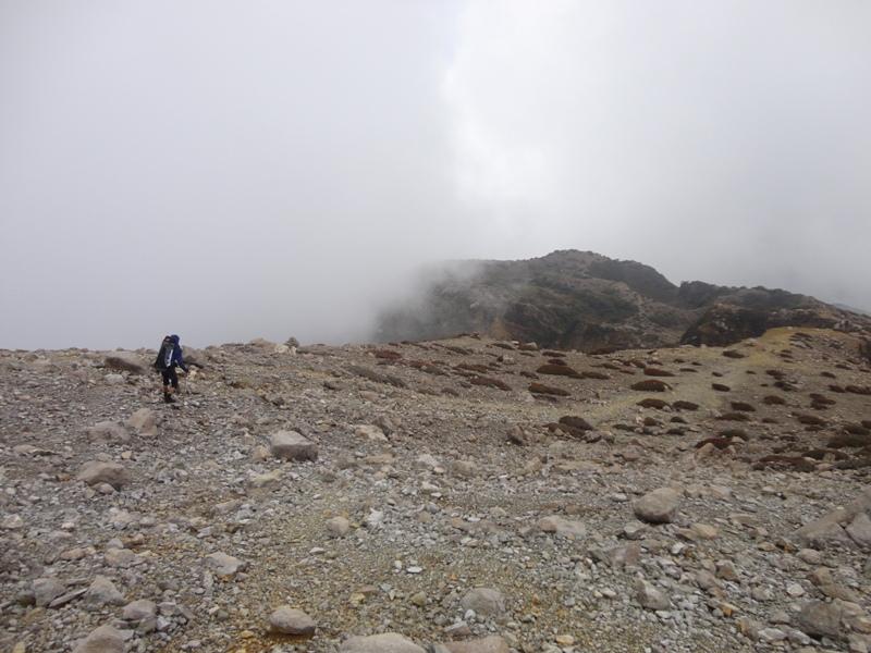 Lutfi di kejauhan tampak berjalan meninggalkan kawasan puncak Welirang