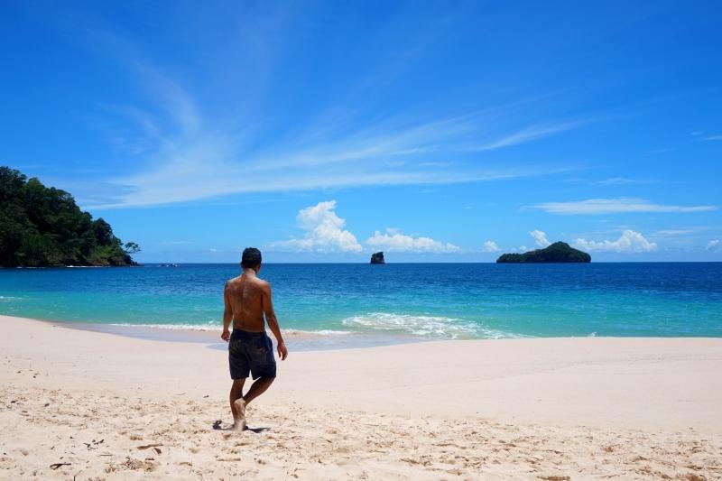 Akbar berjalan di atas pasir putih Pantai Sendiki Malang