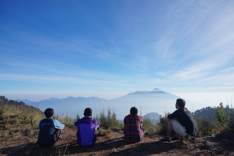 Memandang Gunung Arjuno-Welirang di dataran Siti Ingghil, puncak tertinggi di gugusan Pegunungan Putri Tidur