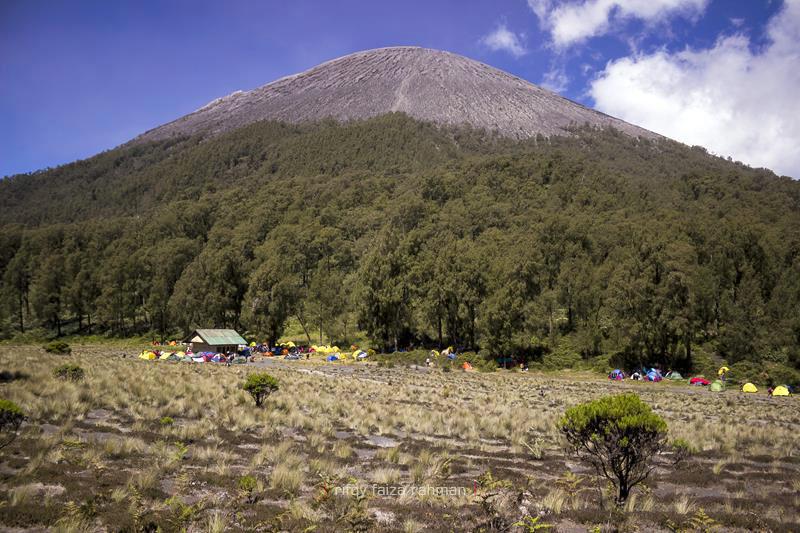 Shelter Kalimati di ketinggian 2.700 mdpl. Areal kemah terakhir dan teraman sebelum puncak Mahameru