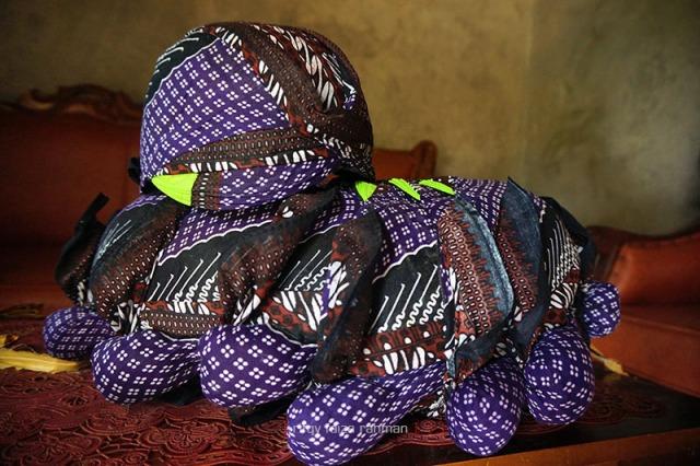 Blangkon-blangkon yang sudah jadi dan siap dijual atau dikirim