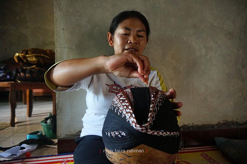 Erna, pengrajin blangkon sebagai simbolo filosowi Jawa