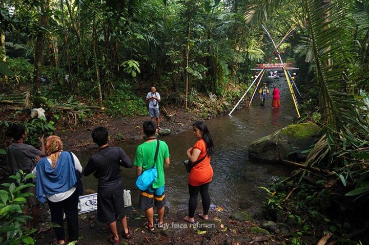 Pintu awal wisata susur sungai Kaliadem di Pancoh