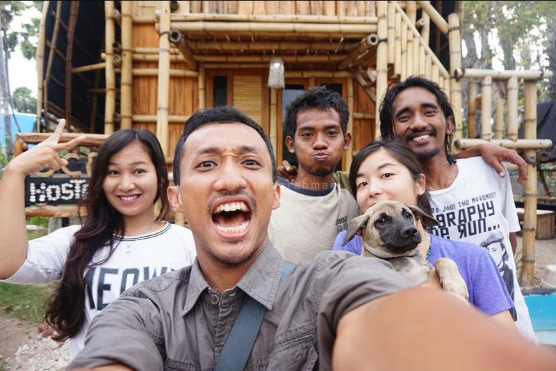 Berswafoto dengan teman-teman dari berbagai daerah (dari kiri-kanan): Mory (Medan), saya, Gusti (karyawan di OCD asal Kupang), Tayuko, dan Ape (dari SoE)