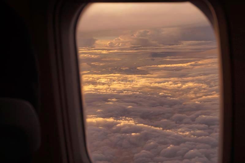 Gumpalan awan terpapar cahaya pagi