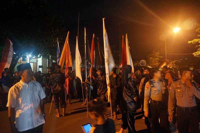 Pasukan Paji Nyili-Nyili dari wilayah Mareku bersiap di dekat Pelabuhan Rum sebelum berangkat