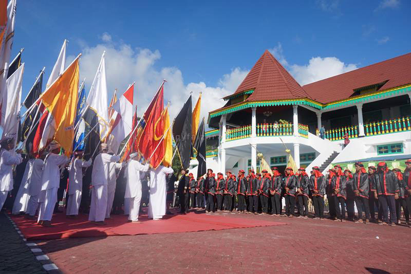 Pasukan Paji Nyili-Nyili di Sonine Salaka, Kadato Kie, dalam upacara puncak Festival Hari Jadi Tidore ke-909 tahun 2017