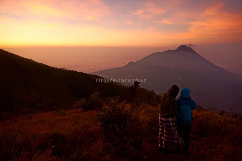 Pemandangan Gunung Merapi saat pagi. Dipotret dari Pos 3 Dampo Awang Jalur Suwanting.