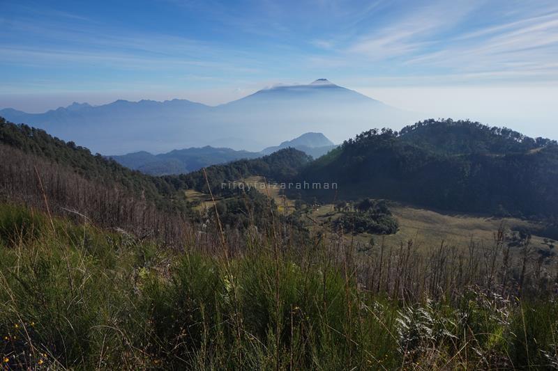 Pemandangan dari puncak Gunung Butak