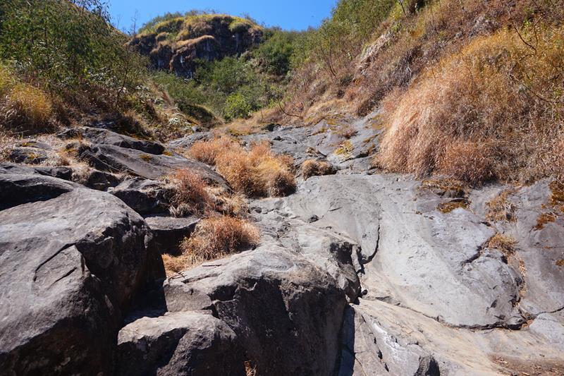 Salah satu aliran sungai yang sedang kering, berada di tengah jalur antara Pos 2 ke Pos 3