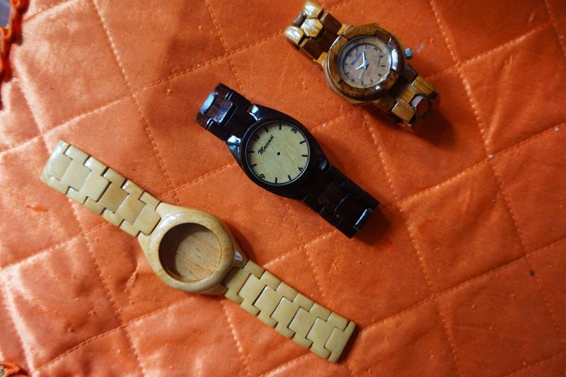 Contoh arloji setengah jadi (paling bawah)