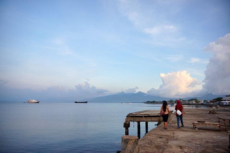 Jalan-jalan sore di pesisir utara Kota Maumere