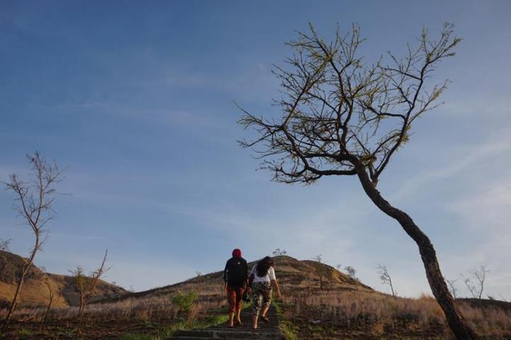 Mendaki Bukit Tanjung Kajuwulu