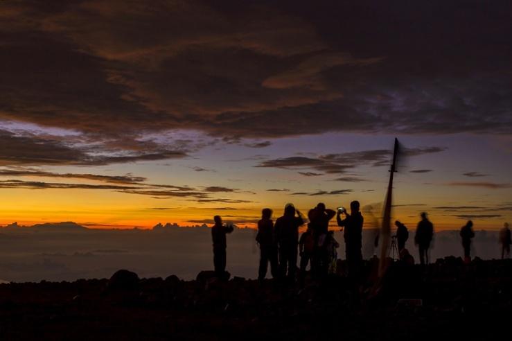 Sunrise dari puncak Gunung Semeru