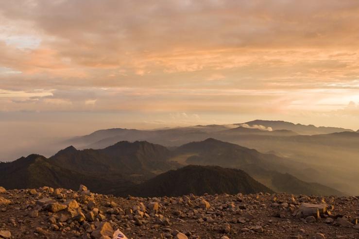 Pemandangan dari puncak Gunung Semeru