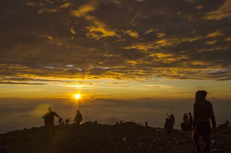 Sunrise dari puncak mahameru gunung semeru
