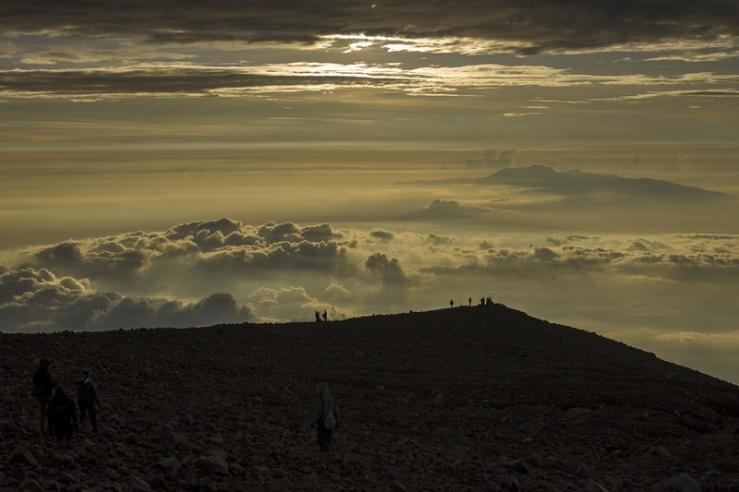 Lautan awan puncak mahameru gunung semeru
