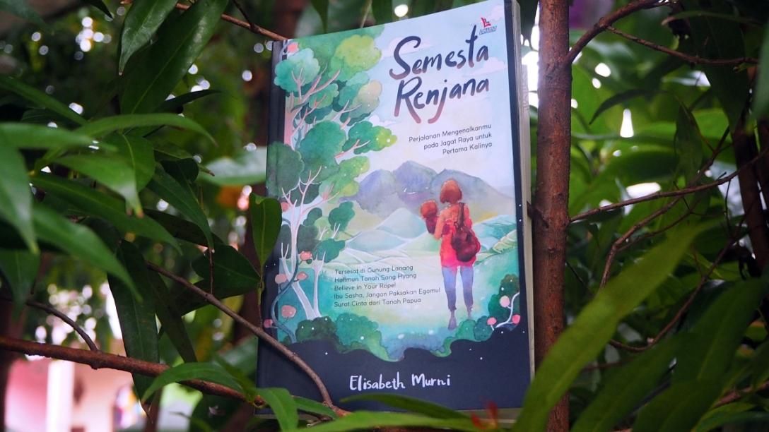 Buku Semesta Renjana karya Elisabeth Murni